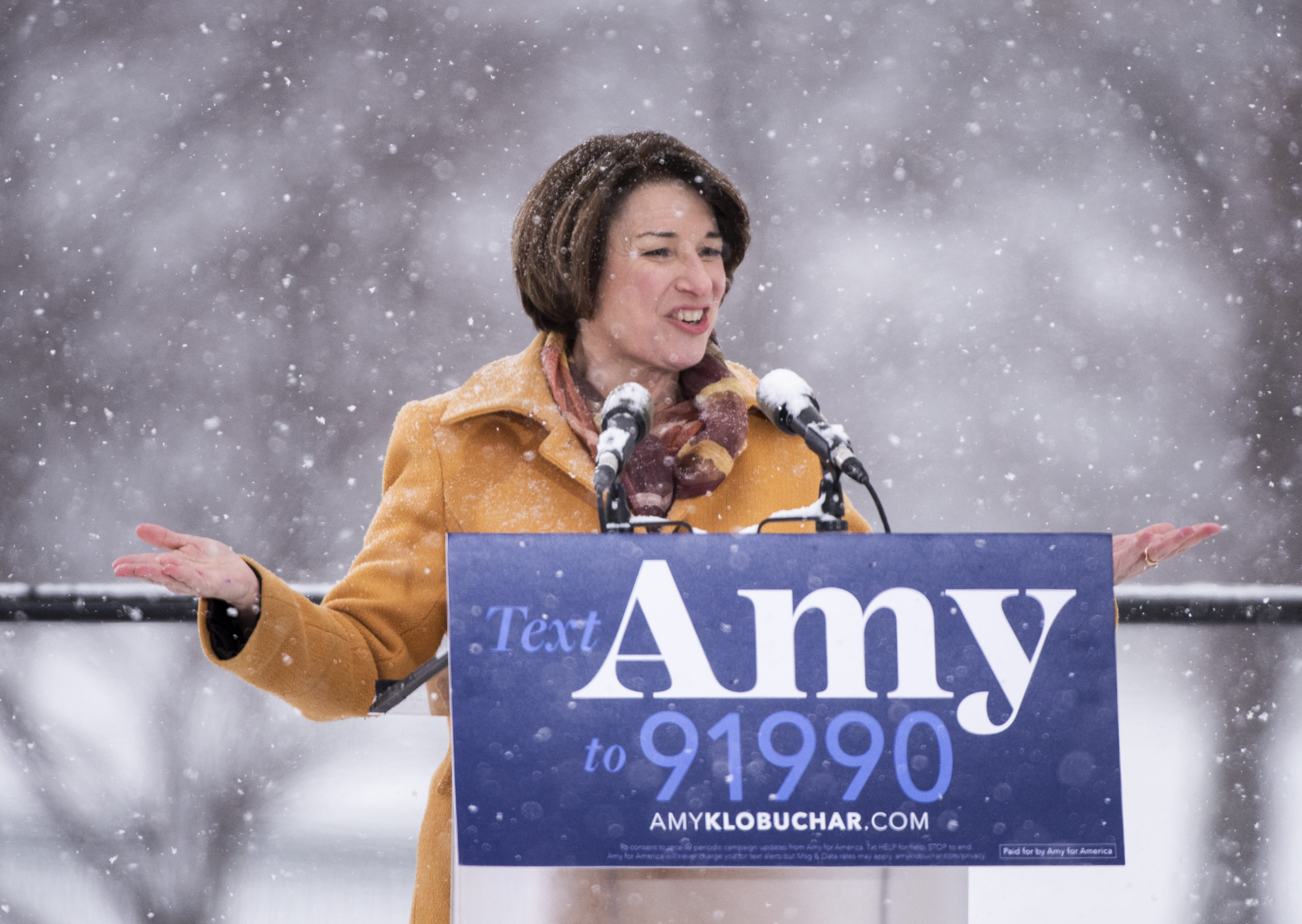 It Would Be Stupid for Democrats to Torpedo Klobuchar's Campaign